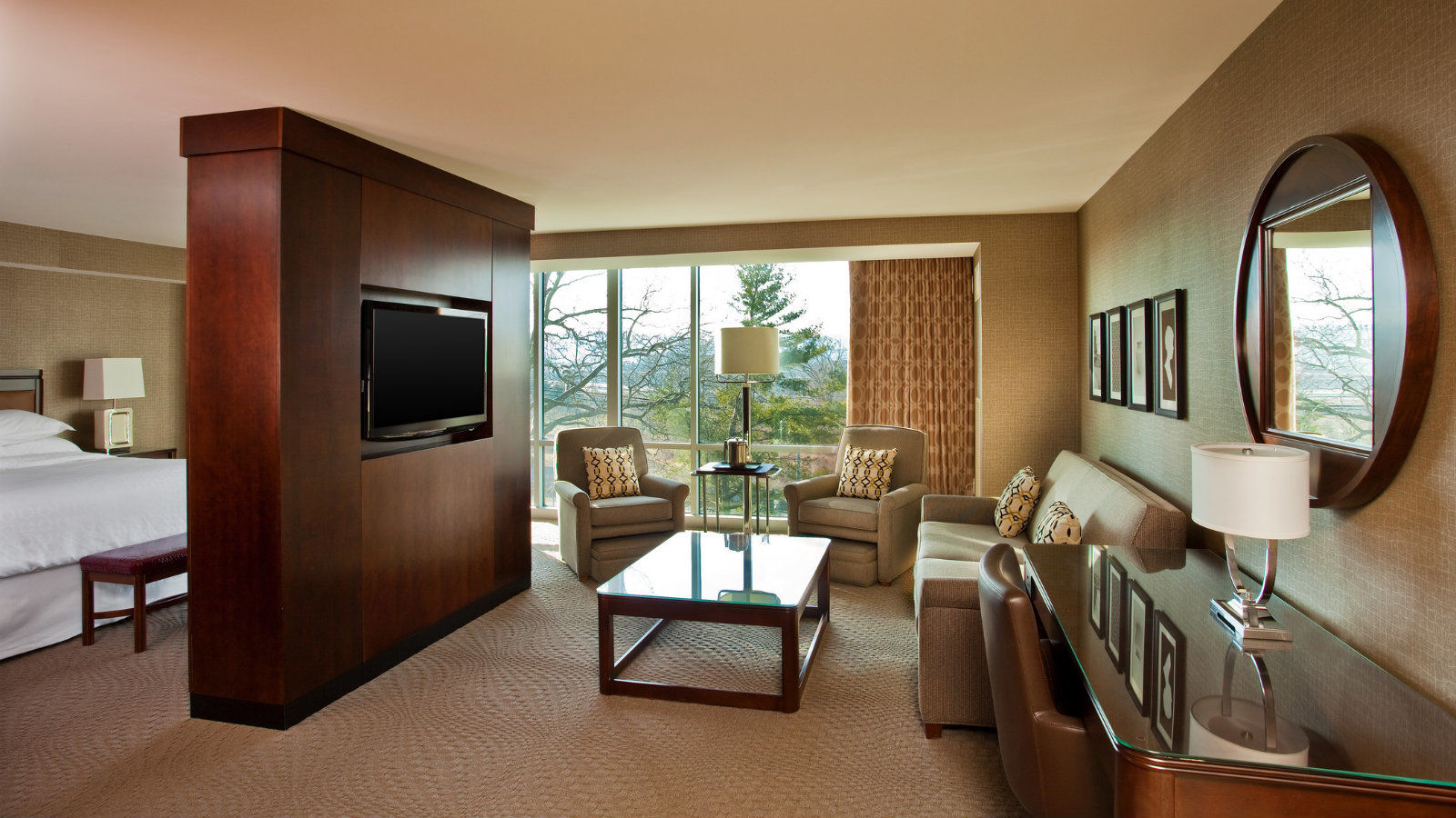Studio King Suite | Sheraton Valley Forge Hotel