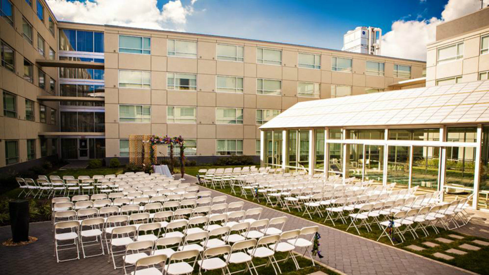 Sheraton Valley Forge Hotel | Outdoor Terrace