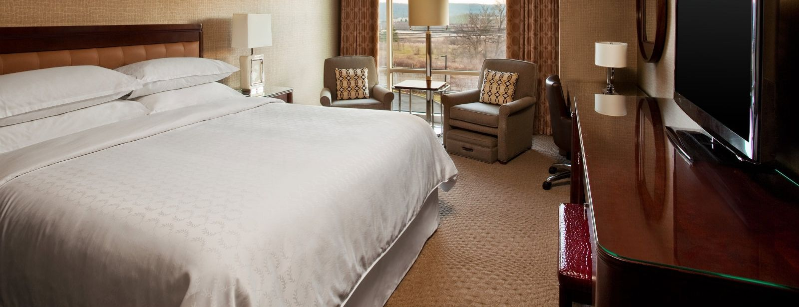 Sheraton Club Guest Room | Sheraton Valley Forge Hotel